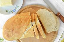 chleb pszenny z chrupiącą skórką