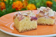 Ciasto migda�owe ze �liwkami
