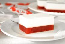 sernik na zimno biało-czerwony