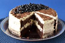 tort brownie z jagodami
